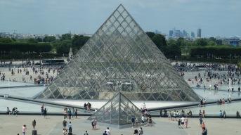 Grande Pirâmide do Louvre